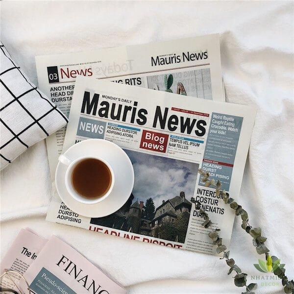 Tờ báo nước ngoài trang trí chụp ảnh 1